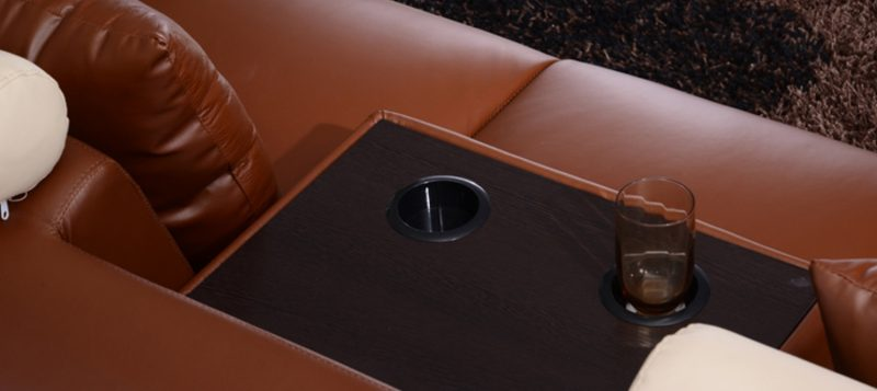 The folding middle table on Ruota-B chaise leather sofa comes with cupholders
