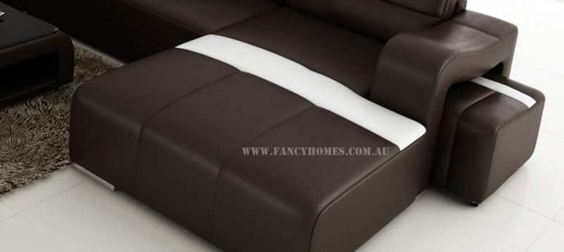 The extra-wide chaise from Erika modular leather sofa