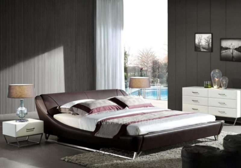 Betsy Leather bed in brown